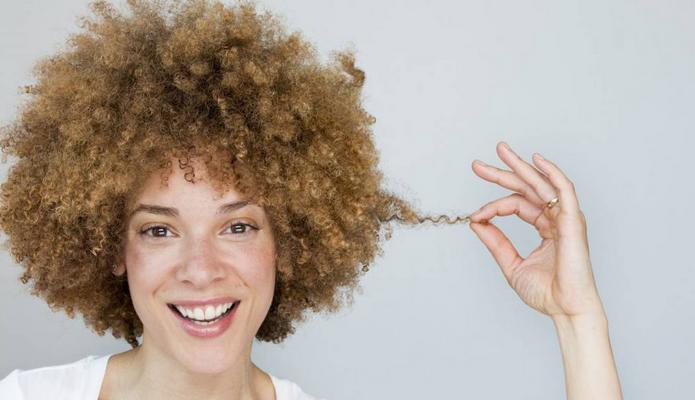 Hydrate et coupe tes cheveux texturés pour qu'ils poussent!