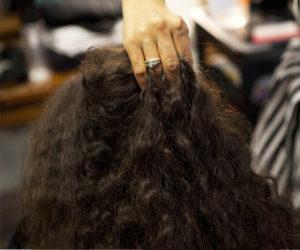 Coiffure cheveux frisés