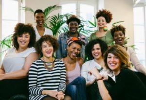 Equipe du salon de coiffure pour cheveux afros, frisés et crépus