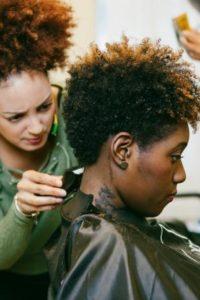 Coupe sur cheveux crépus